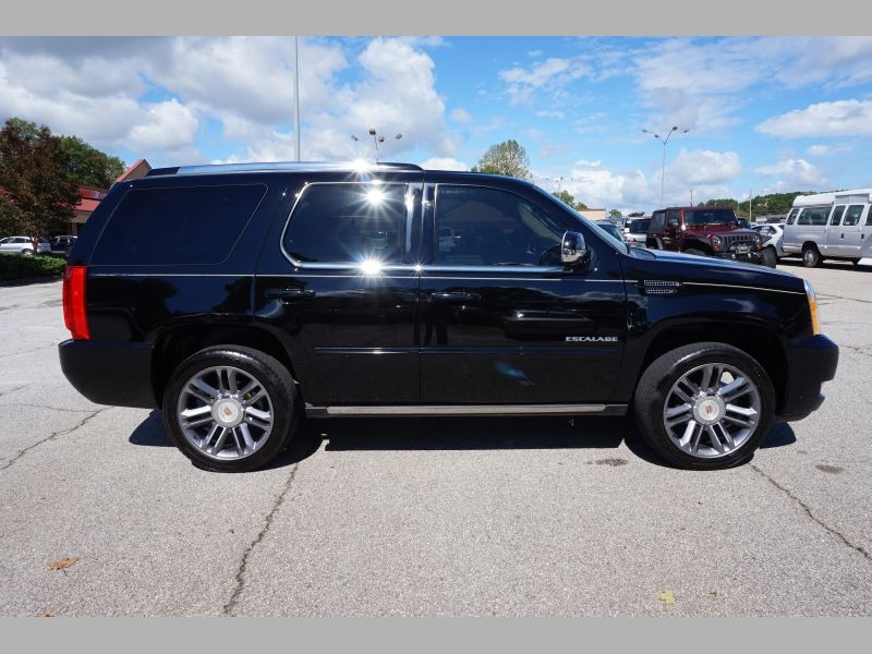 Cadillac Escalade 2013 price $25,991