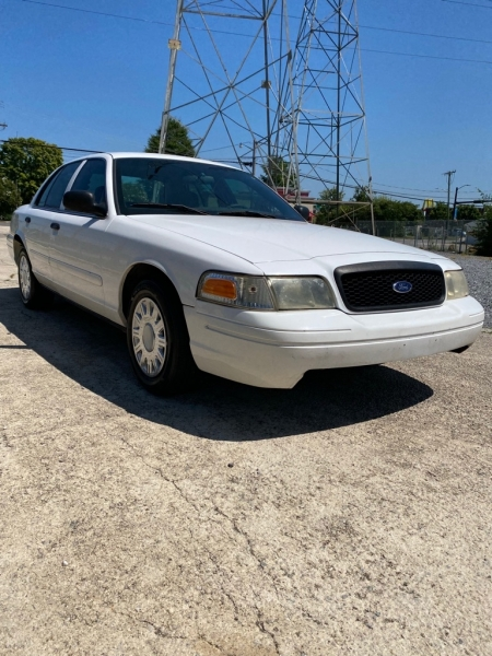 FORD CROWN VICTORIA 2005 price $2,899