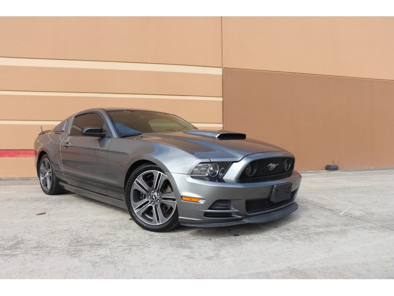 Ford Mustang 2013 price $14,995