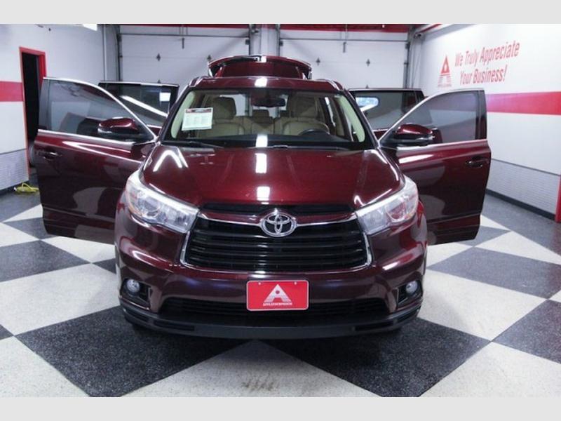 Toyota Highlander 2016 price $27,999