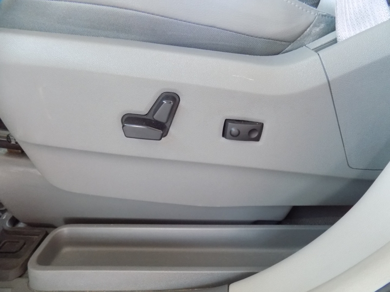 Volkswagen Routan 2012 price $7,495
