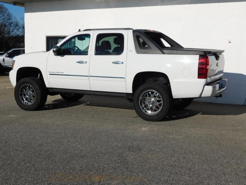 Chevrolet Avalanche 2011 price $19,300