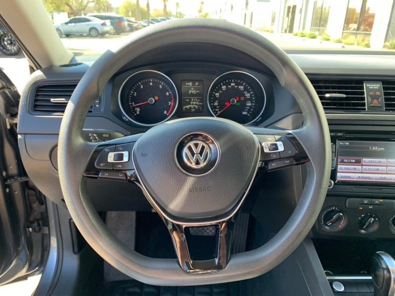 Volkswagen Jetta Sedan 2015 price $10,900