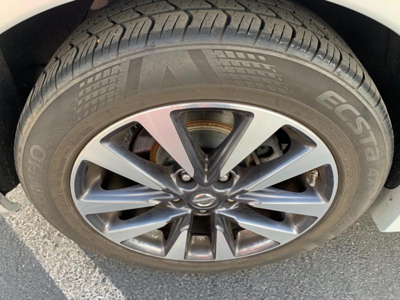 Nissan Altima 2017 price $10,900