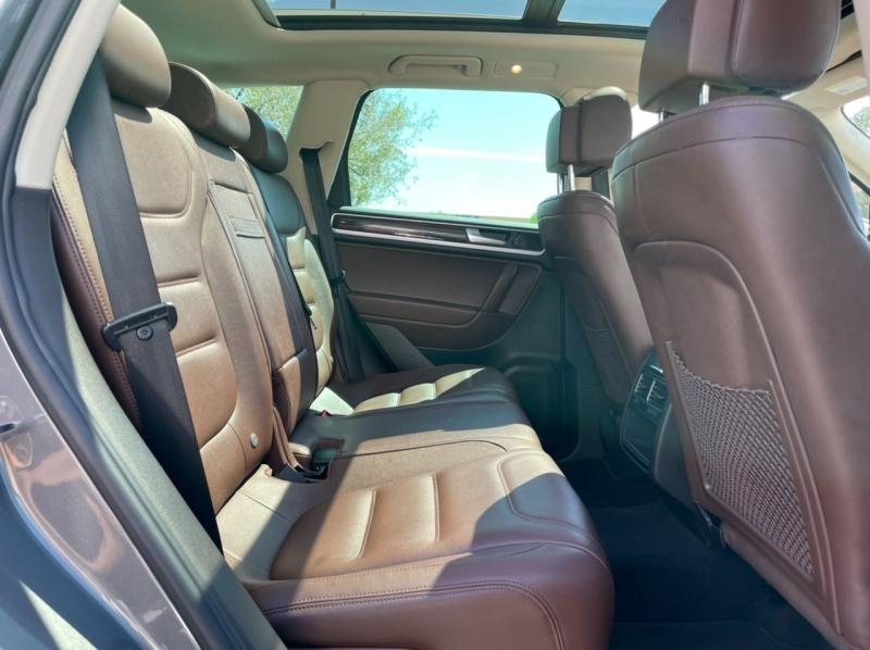 Volkswagen Touareg 2013 price $17,900