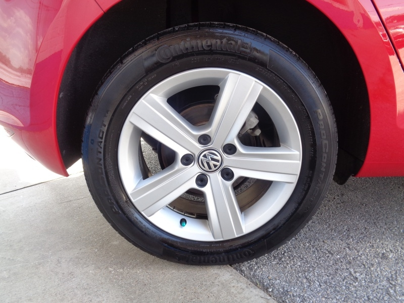 Volkswagen Golf 2015 price $11,797