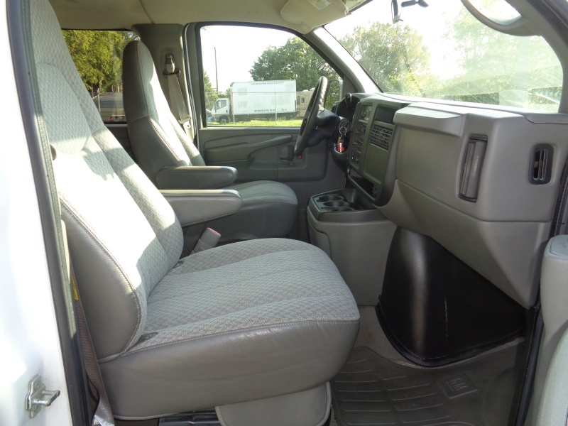 Chevrolet Express Passenger 2004 price $9,497