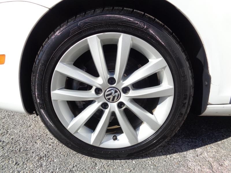 Volkswagen Eos 2012 price $11,997