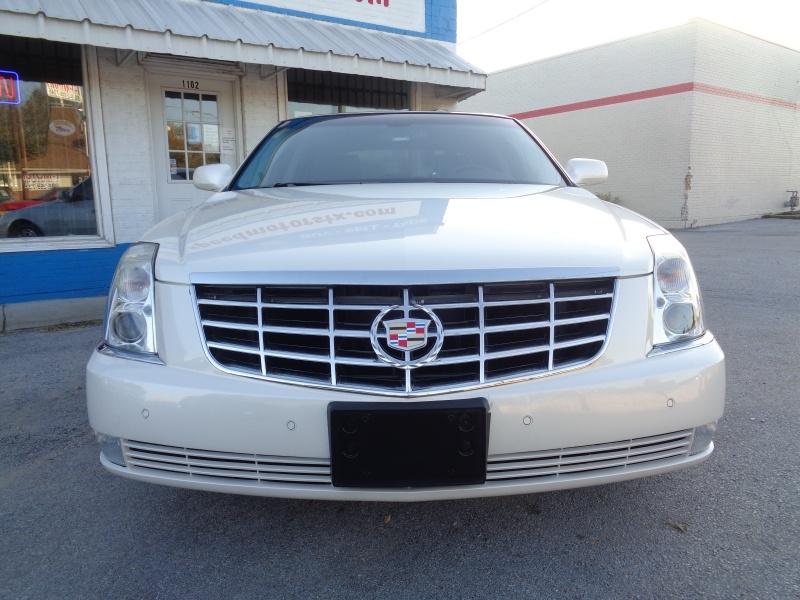 Cadillac DTS 2008 price $10,997