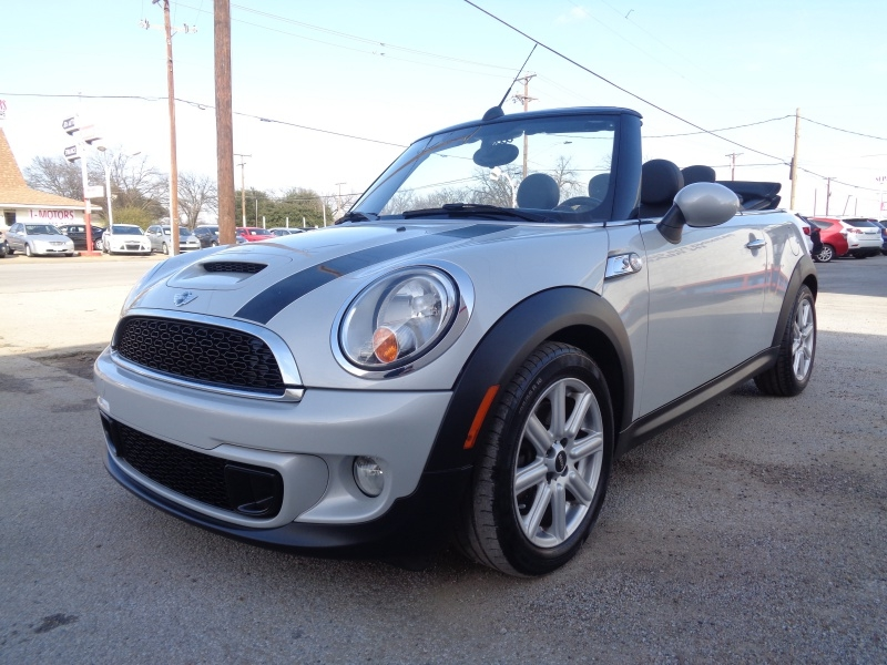 Mini Cooper Convertible 2014 price $13,997