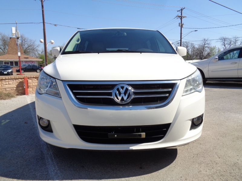 Volkswagen Routan 2012 price $9,997