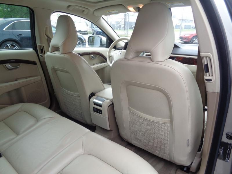 Volvo XC70 2013 price $13,997