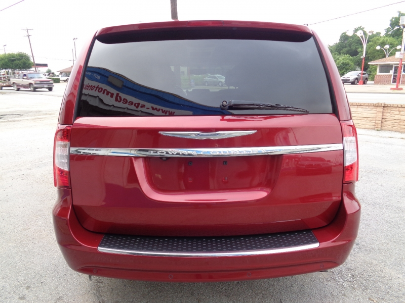 Chrysler Town & Country 2013 price $12,497