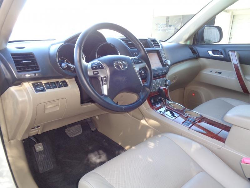 Toyota Highlander Hybrid 2012 price $20,997