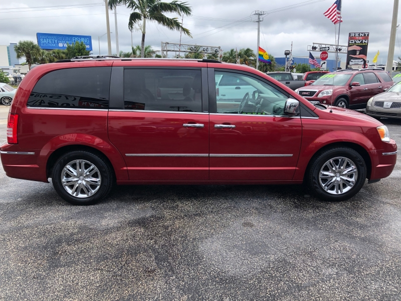 Chrysler Town & Country 2009 price $4,750