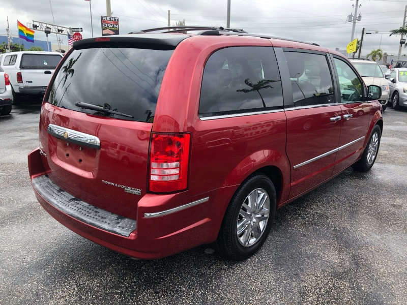 Chrysler Town & Country 2009 price $3,998
