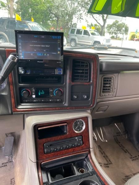 Cadillac Escalade 2005 price $7,991