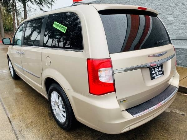 Chrysler Town & Country 2015 price $22,900