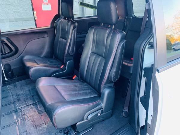 Dodge Grand Caravan 2016 price $19,500