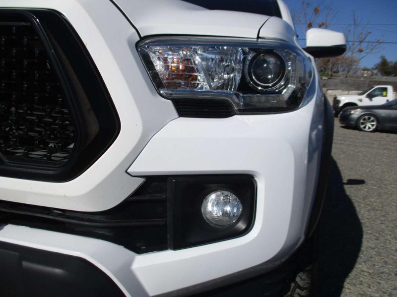 Toyota Tacoma 2017 price $32,999