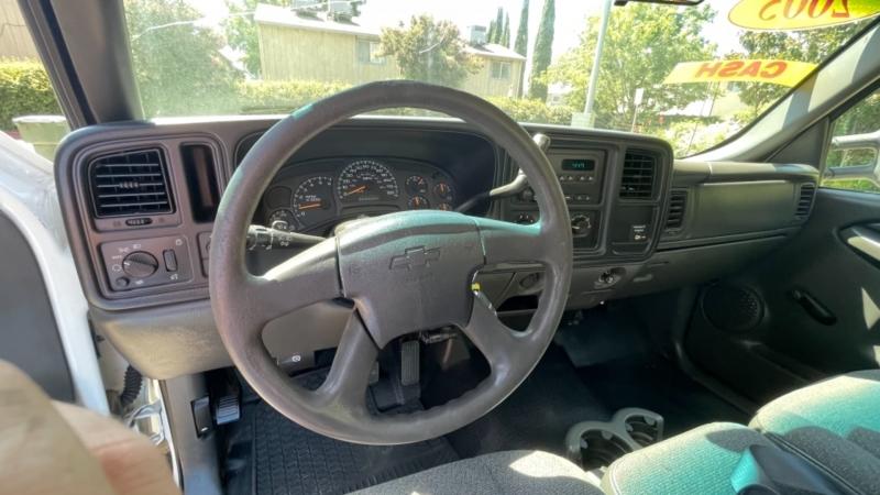 Chevrolet Silverado 2500HD 2005 price $9,999