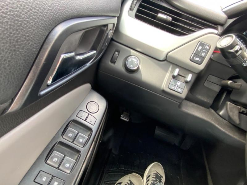 Chevrolet Suburban 2015 price $30,995
