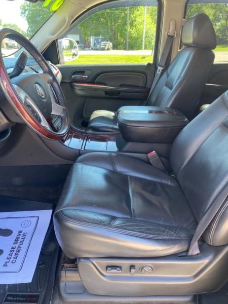 Cadillac Escalade 2009 price $17,900