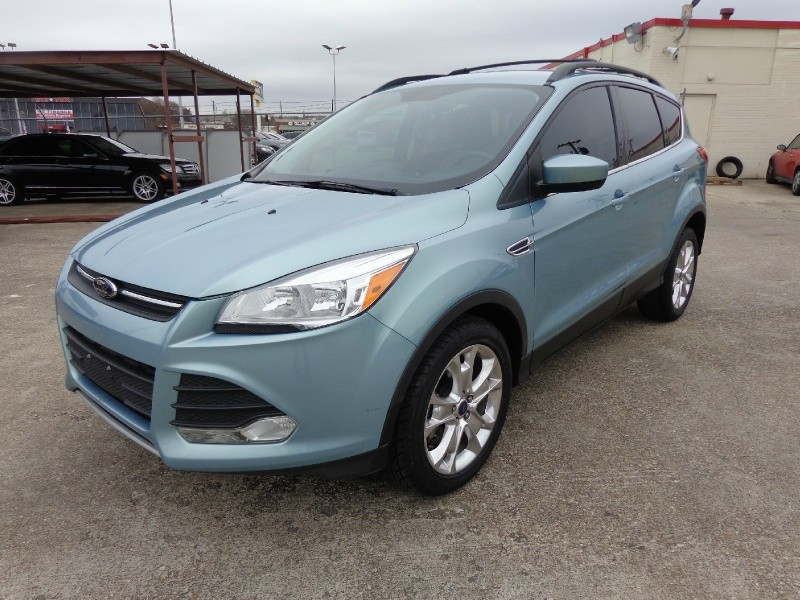Ford Escape 2013 price $2,000 Down