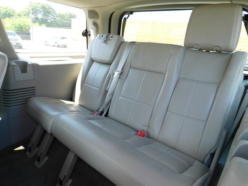Lincoln Navigator 2012 price $2,500 Down