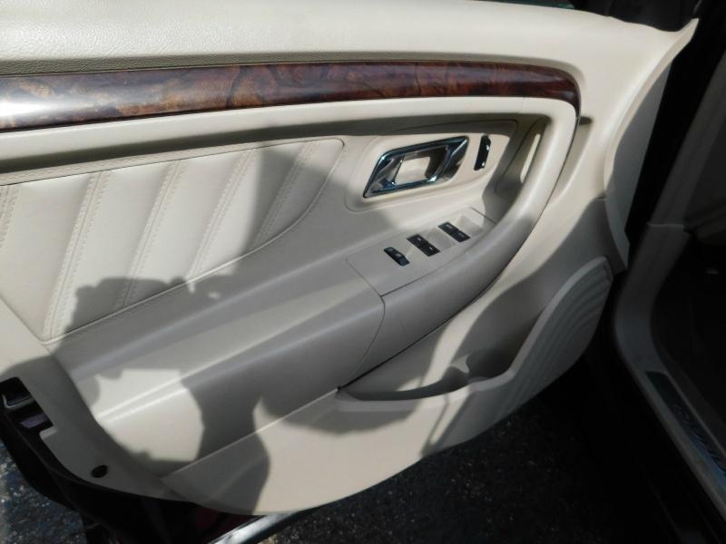 Ford Taurus 2011 price $1,500 Down