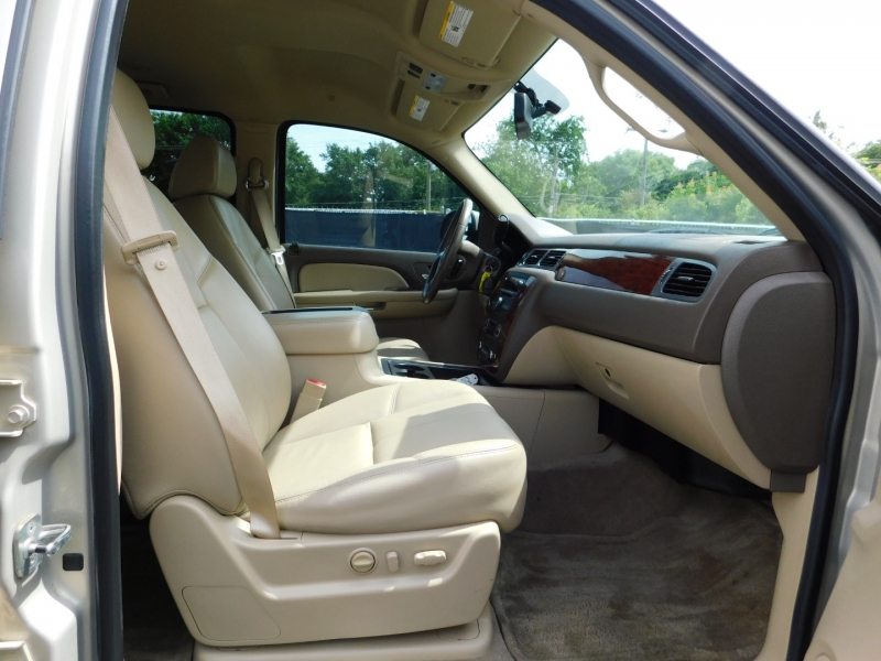 Chevrolet Suburban 2009 price $3,500