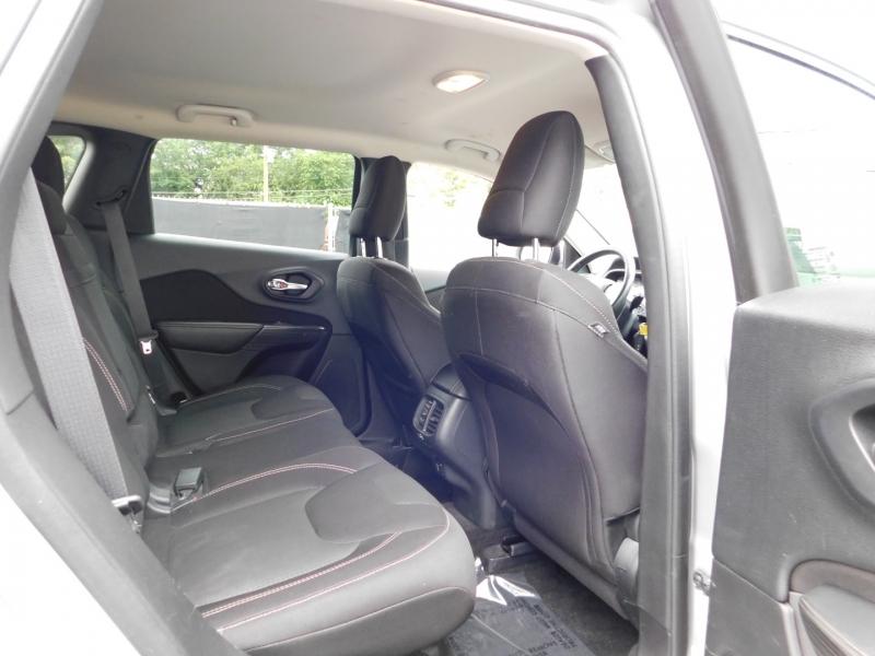 Jeep Cherokee 2015 price $4,000