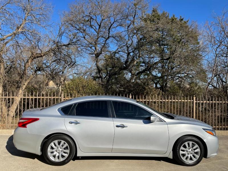 Nissan Altima 2017 price $12,900