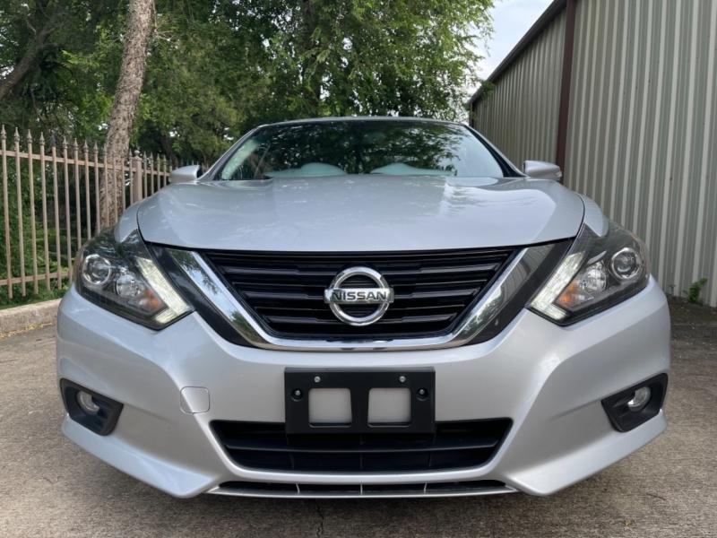 Nissan Altima 2017 price $15,900