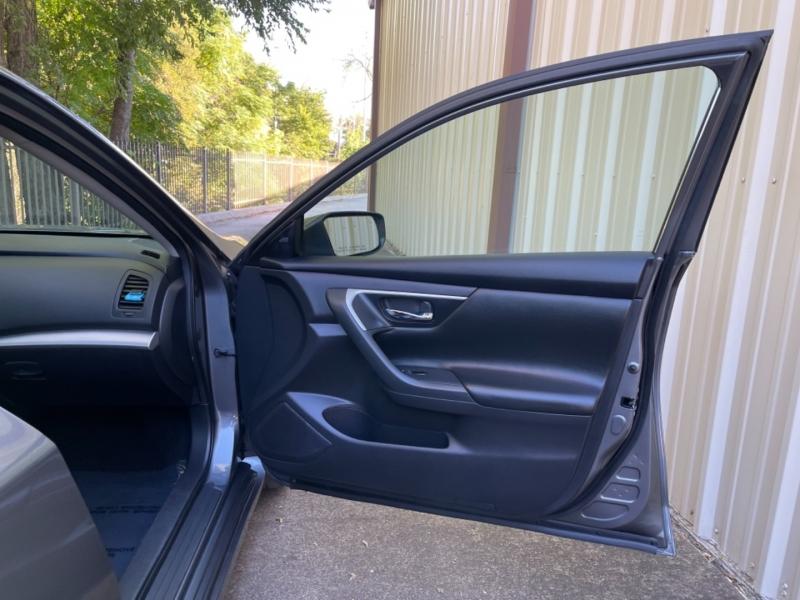 Nissan Altima 2018 price $13,900