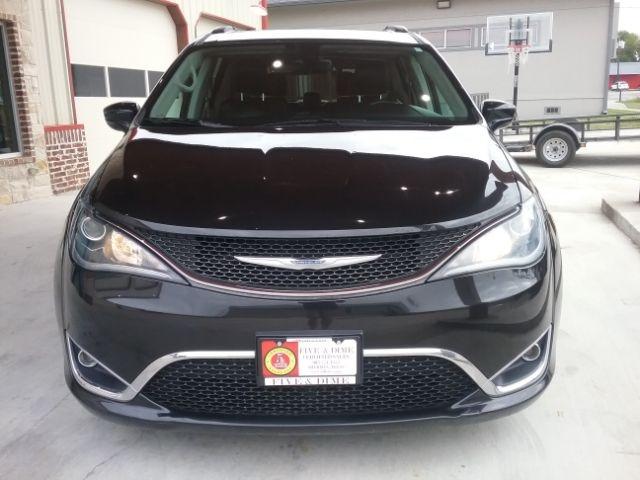 Chrysler Pacifica 2017 price $16,999