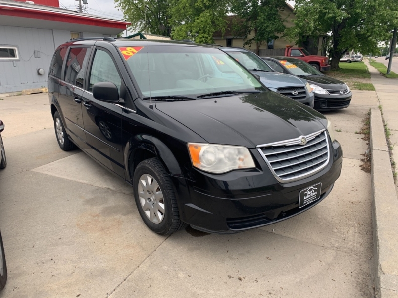 CHRYSLER IS TOWN AND COUNTR 2009 price $6,200