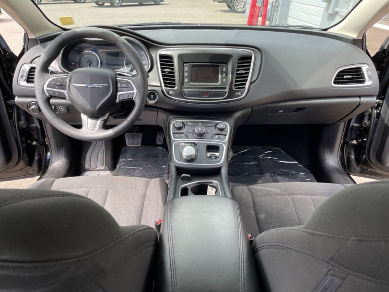 Chrysler 200 2016 price $15,990