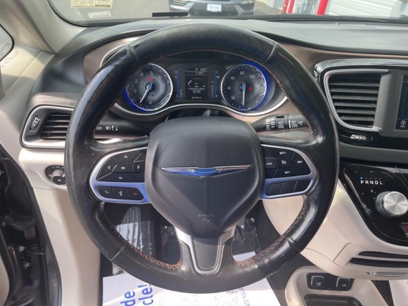 Chrysler Pacifica 2019 price $25,595