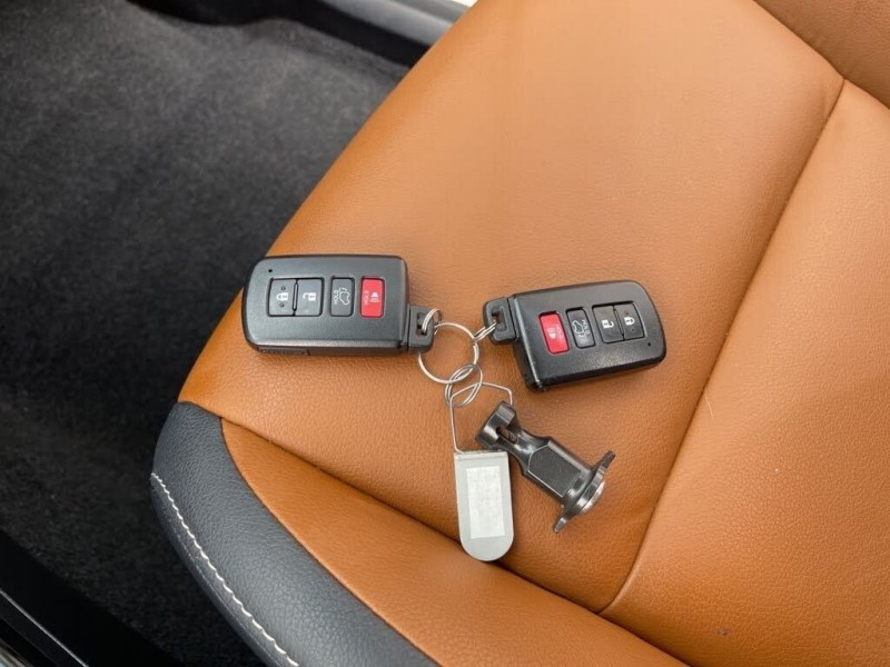 Toyota RAV4 Hybrid 2018 price $35,700