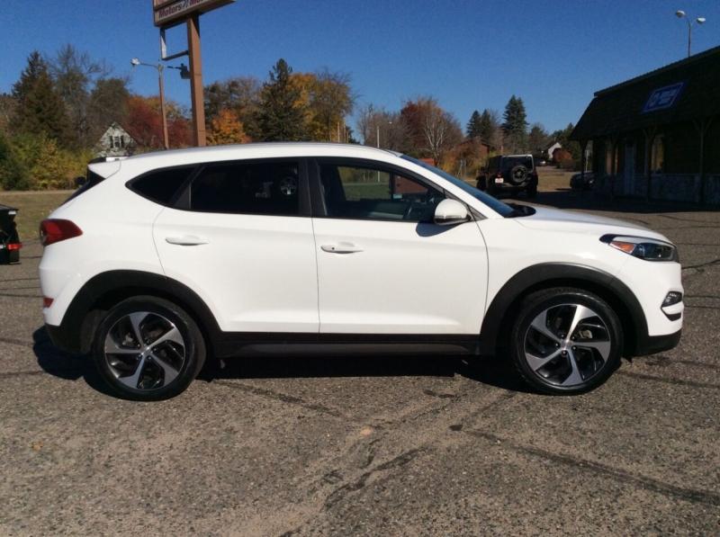 Hyundai Tucson 2016 price $16,895