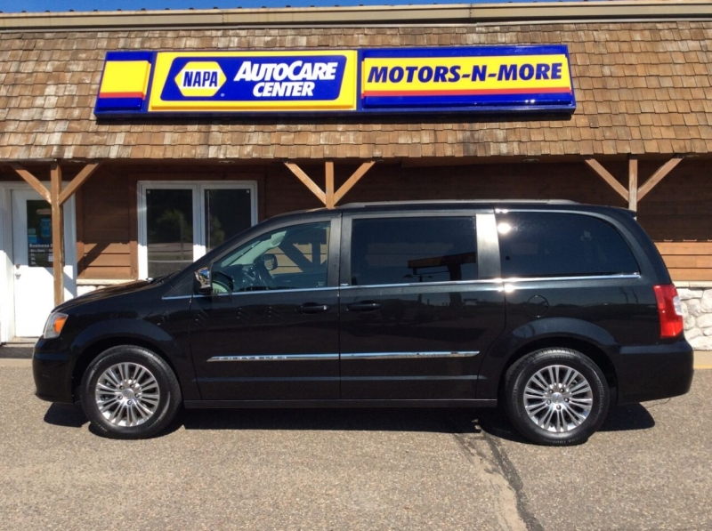 Chrysler Town and Country 2014 price $16,995