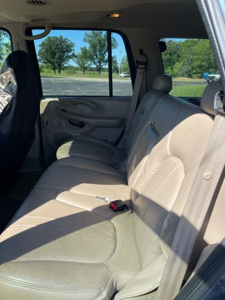 Ford Expedition 2000 price $2,995