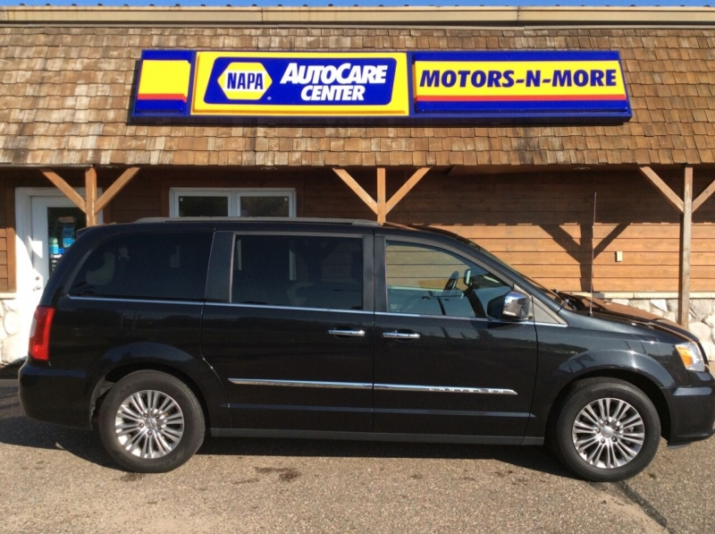Chrysler Town and Country 2016 price $21,987