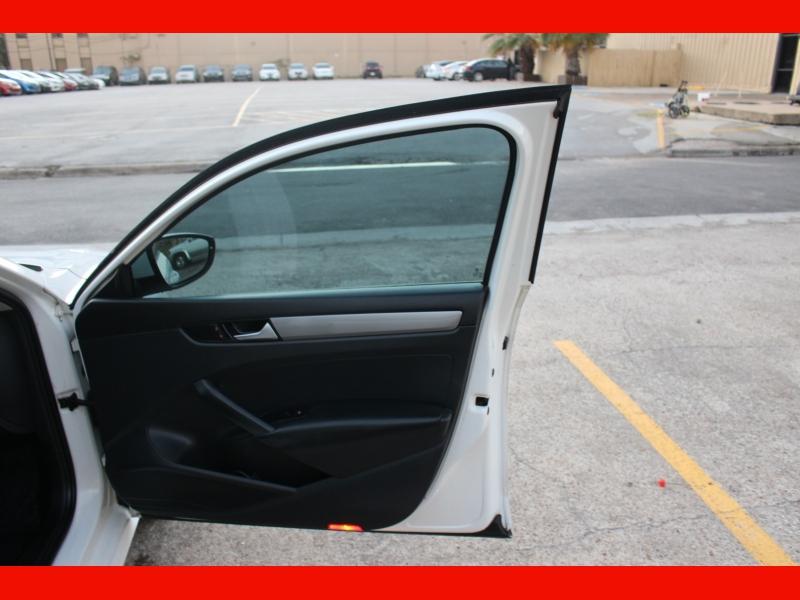 Volkswagen Passat 2012 price $5,599