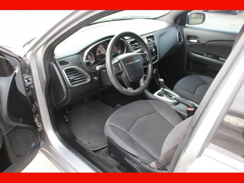Chrysler 200 2014 price $5,199