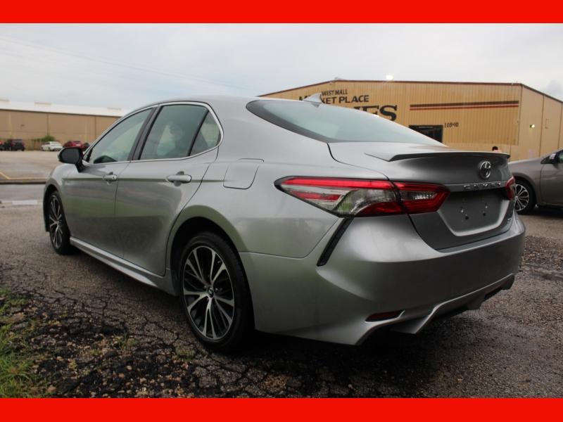 Toyota Camry 2019 price $18,500