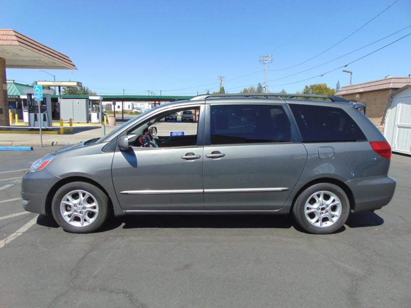 Toyota Sienna 2004 price $7,995