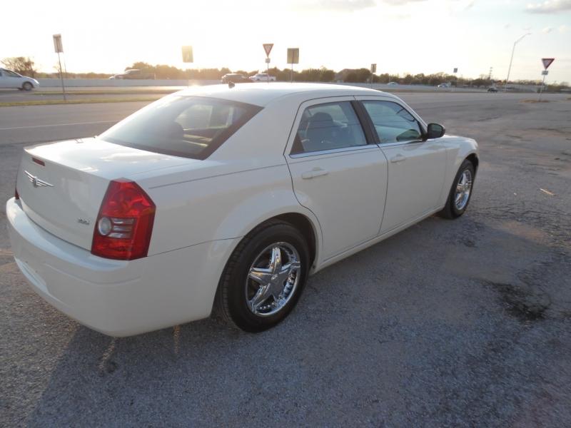 Chrysler 300 2008 price $6,999 Cash