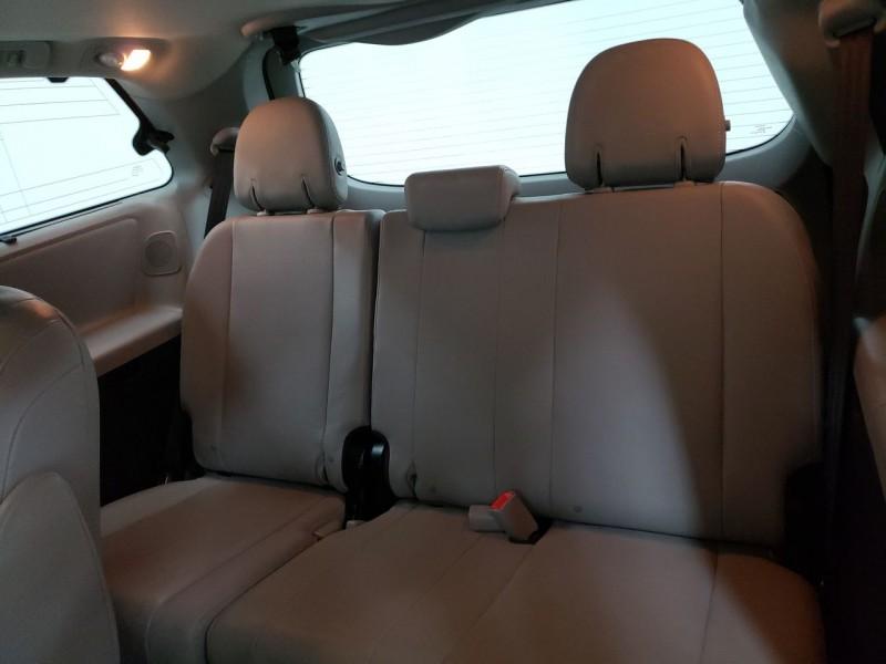 Toyota Sienna 2015 price $19,200